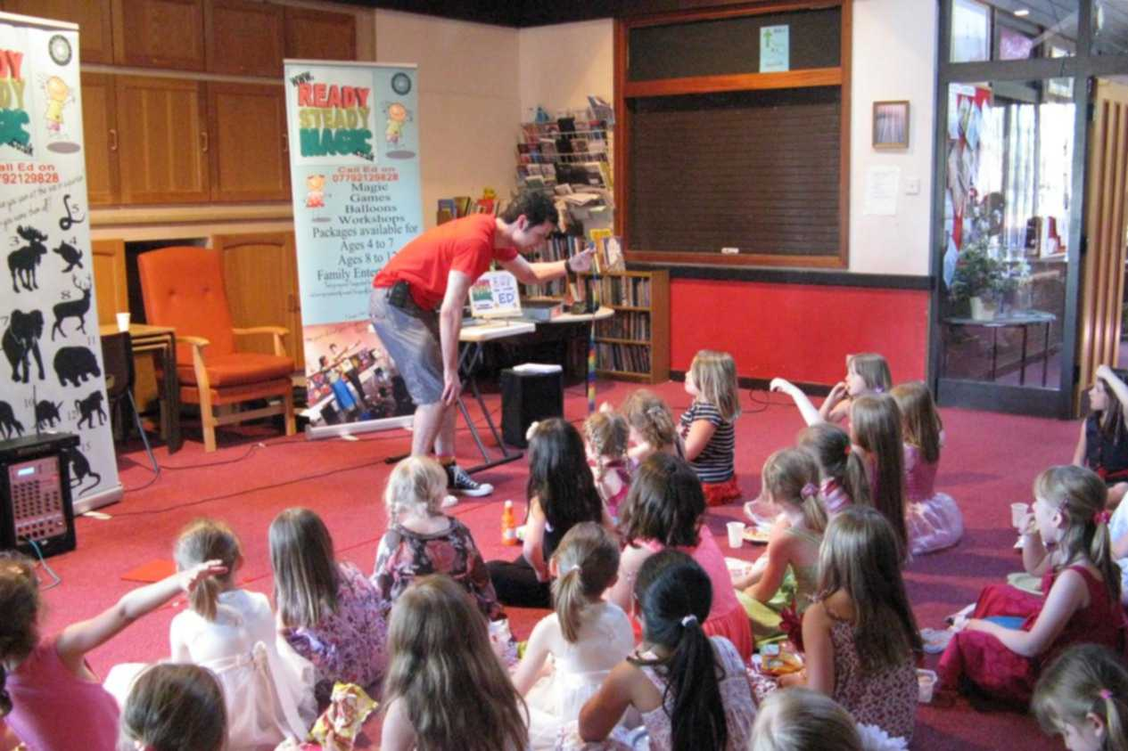 childrens-entertainer-magic-show